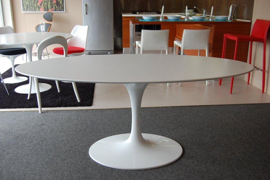 Offerta tavolo eero saarinen con sedie serie 7 arnee jacobsen - Tavolo knoll saarinen ovale ...