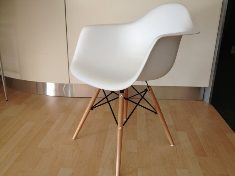 Dsw chair charles eames for Mobili bauhaus repliche