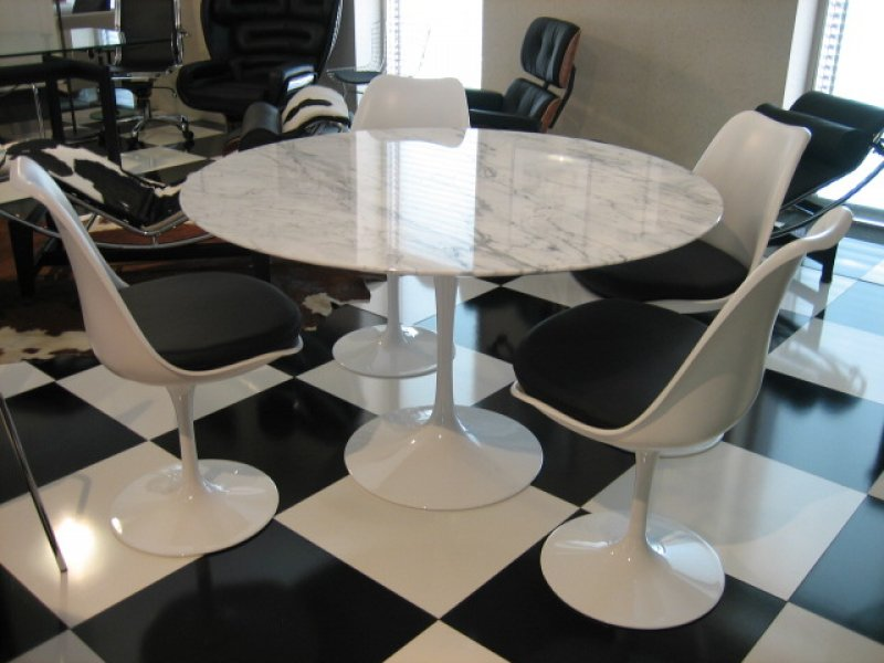 Tavolo tulip eero saarinen table artemobili for Replica sedie design