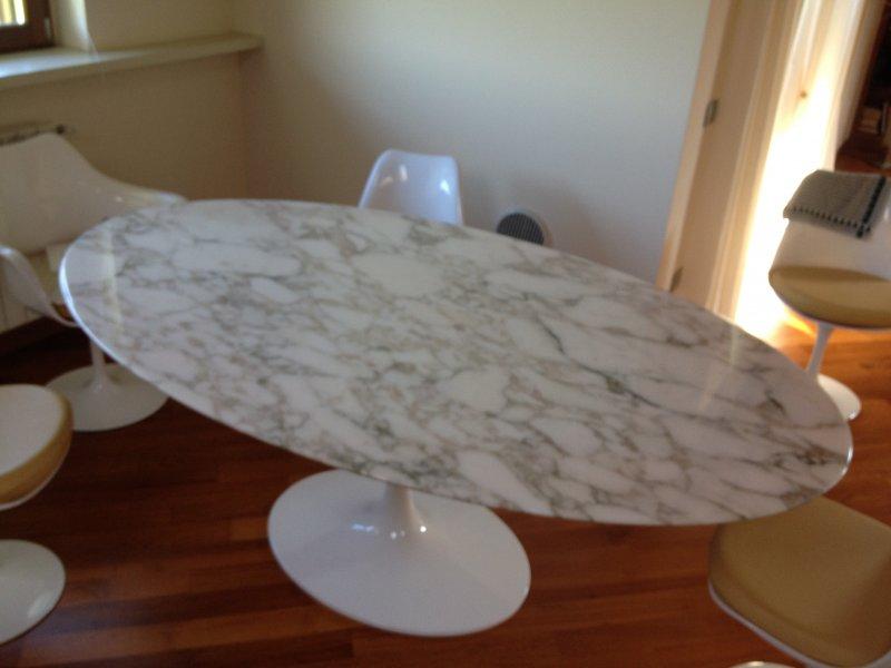 Tulip table calacatta oro Eero Saarinen